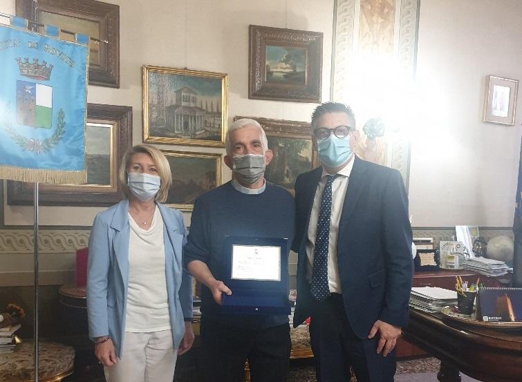 Don Silvio Baccaro lascia la parrocchia di Borsea, i ringraziamenti del sindaco